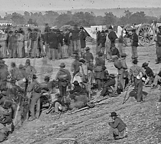 Confederate_prisoners_Closeup